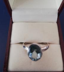 Prsten od srebra i plavog topaza