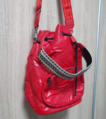 Nova Desigual crvena vrećasta torba