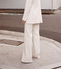 Bijele palazzo hlače na crtu