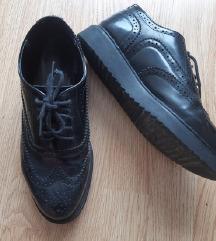 Crne cipele na vezanje