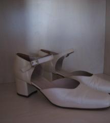Cipele boje slonove kosti