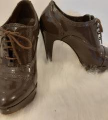 Smeđe lakirane visoke cipele