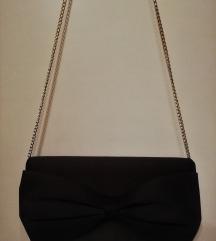 """Crna """"pismo"""" torbica sa mašnom (H&M)"""