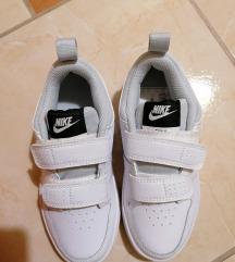 Nove Nike Pico
