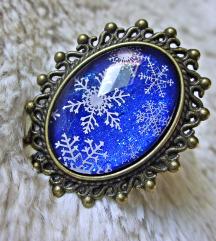 Lančić ''Blue/white snowflakes'' (ručni rad)