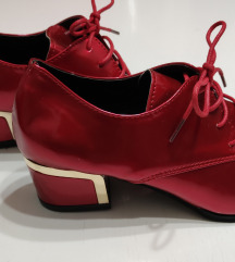 Crvene lak cipele