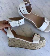 Nove Missguided  sandale/platforme