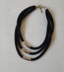 Fina neobična nova ogrlica