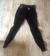 crne hlače Desigual