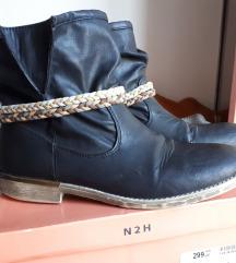 Niske crne čizme
