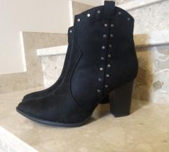 Nove crne čizme kaubojke 39 👢