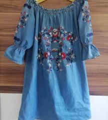 Ljetna traper haljina s našivenim cvjetnim uzorkom