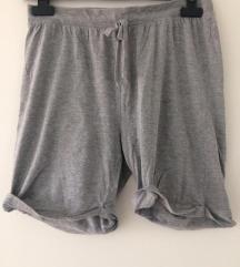 Kratke sive hlačice