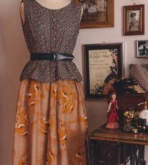 Cvjetna bluza i smeđa suknja