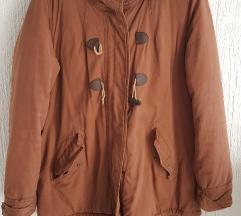 Smeđa topla zimska jakna s kapuljačom