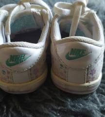 21 Nike tenisice