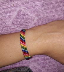 Pletena narukvica duginih boja