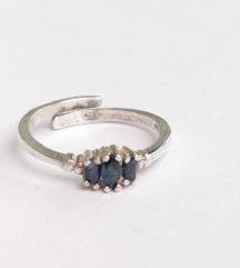 Srebrni podesivi prsten sa safirom