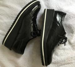 Bershka oxford crne lakirane cipele