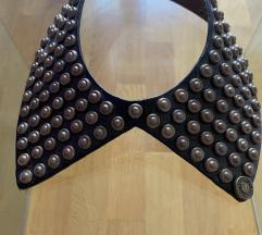 Zanimljiva ogrlica-kragnica