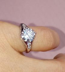 Cirkon prsten