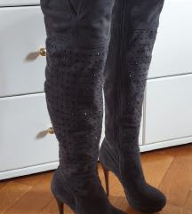 Sive čizme iznad koljena