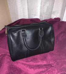 Crna torba srednje veličine