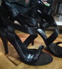 Crne sandale s mašnom