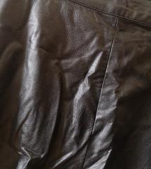 Kratka crna kožna suknja