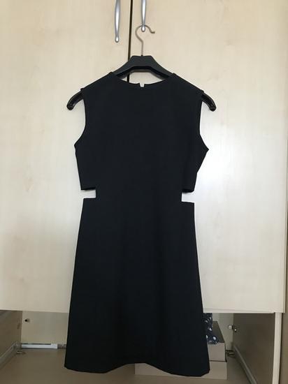 Klasicna crna haljinica
