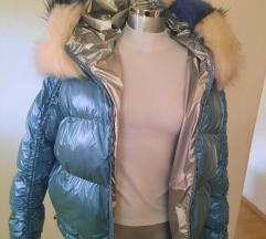 - Metalik plava jakna