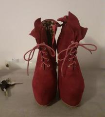 Ljubičaste čizme-štikle