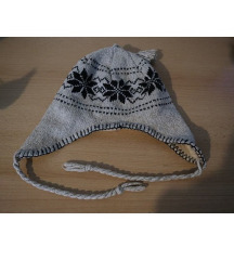 Šarena vunena kapa s dodatkom za uha