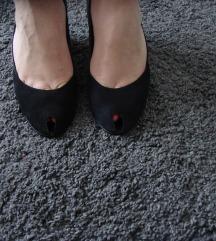 17.Lakirane cipele