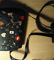 Crna torbica sa ludim detaljima