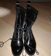 Crne nove čizme