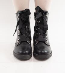 Crne čizme
