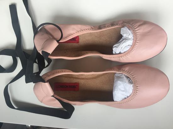 Nove nenošene kožne balerinke London Rebel