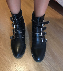 Crne cizme sa zakovicama