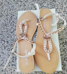 Sandale s ukrasnim kamenjem