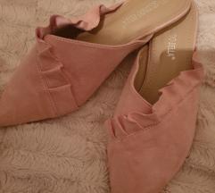 Puder roza cipele