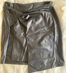 Crna fake leather minica br 34