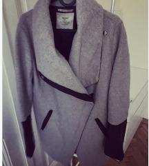 Bershka kaput iznošen - samo 70kn