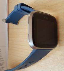 Fitbit versa special edition pametni sat