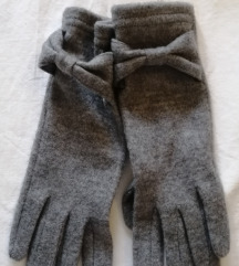 H&M rukavice s etiketom