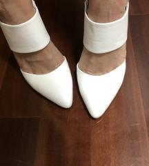 Bijele cipele s otvorenom petom