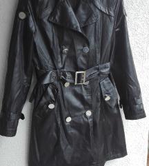 Crna jakna-mantil wet look