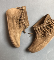 HM cizme na rese