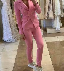 Novo rozo odijelo