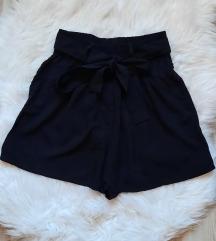 Nove kratke hlače i suknja